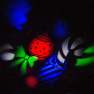Karácsonyi mintás projektor – Ünnepi díszek